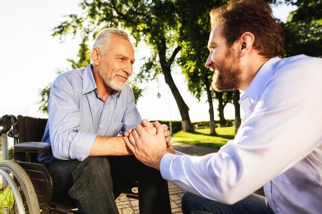 rehabilitacion-residencia-ancianos-asistencia-discapacitados_85574-540