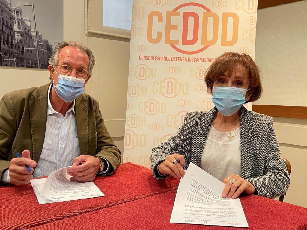albert campabadal y bibiana serrano firman la adhesión de Fundación ASAM Familia al CEDDD.